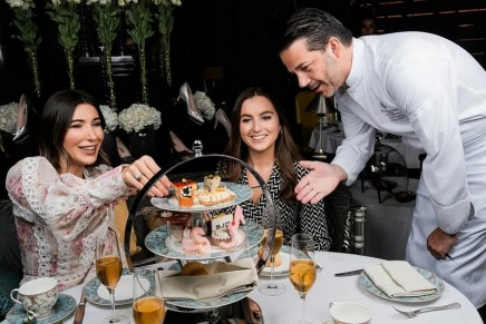 Fashion Afternoon Tea by Sarah Jessica Parker x Four Seasons Resort Dubai Jumeirah Beach