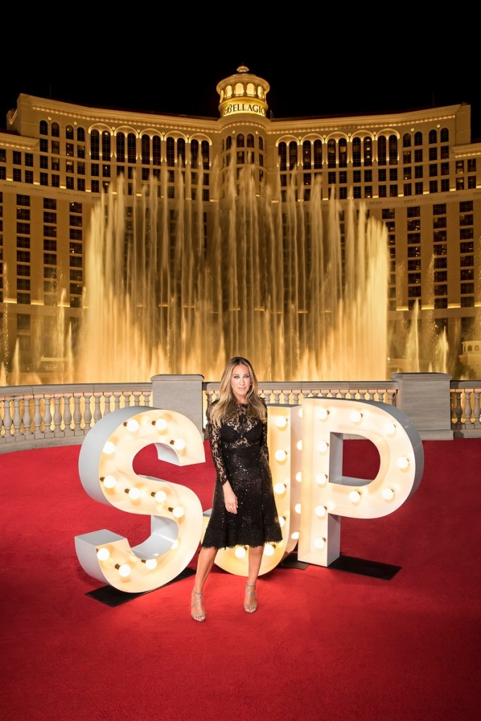 Sarah Jessica Parker poses in front of The Fountains of Bellagio - CreditJerry Metellus