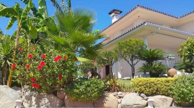 Sea-view mansion surrounded by vineyards in Badalona - 5 Spanish sea-view properties that fantasies are made of