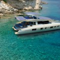 Solarwave SW62 - sideways stern - flybridge open--