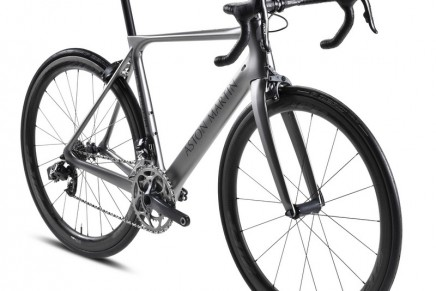 The Nanocarbon Technology frame of the Special Edition Aston Martin Storck Bicycle weighs just 770g