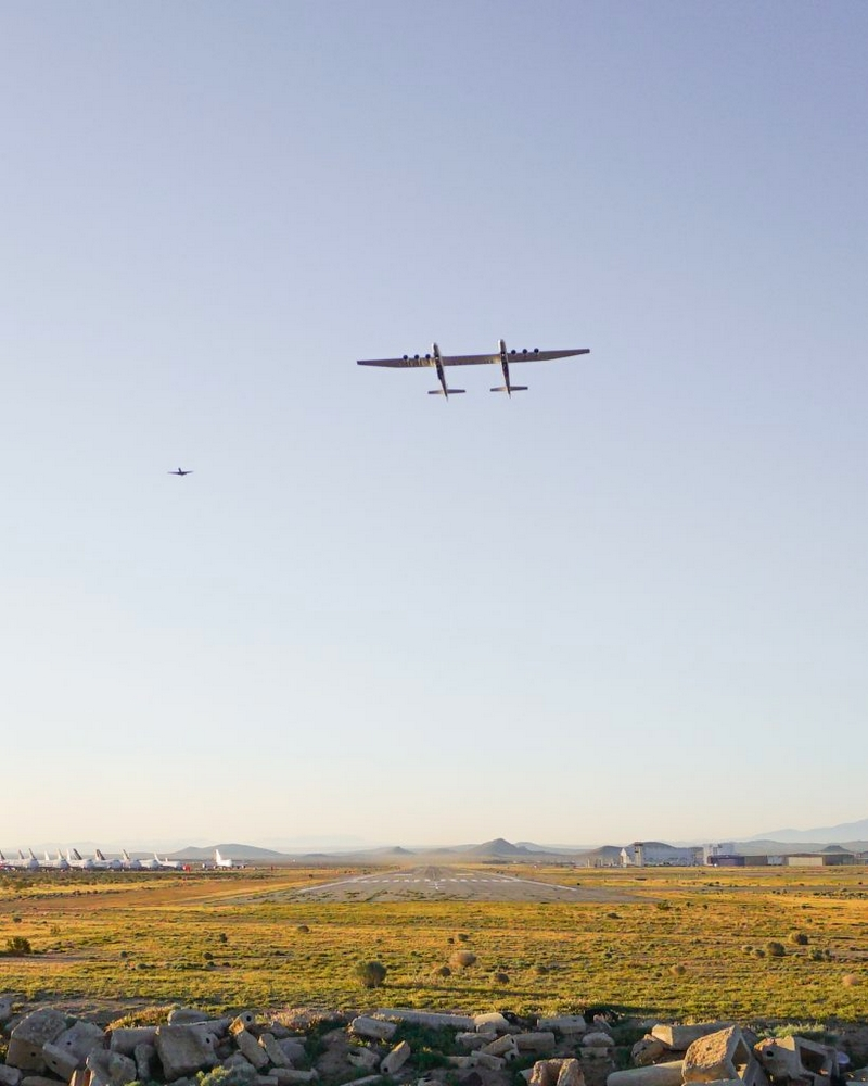 Stratolaunch Completes Historic First Flight of Aircraft-01