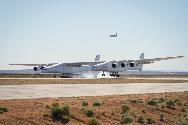 Stratolaunch Completes Historic First Flight of Aircraft-02