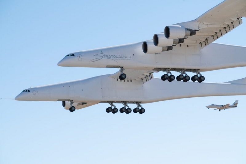 Stratolaunch Completes Historic First Flight of Aircraft-03