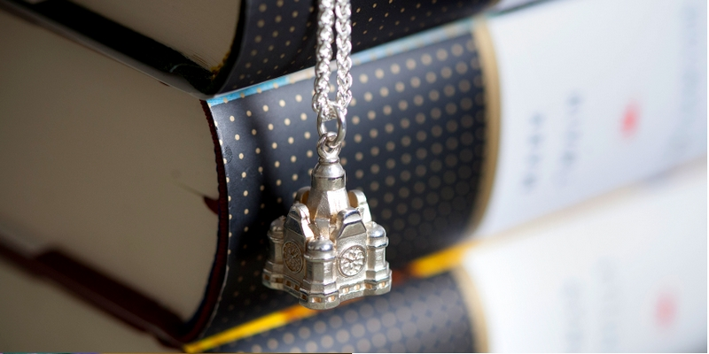 The Balmoral Hotel xf Hamilton & Inches - a limited edition Balmoral charm which recreates the iconic clock