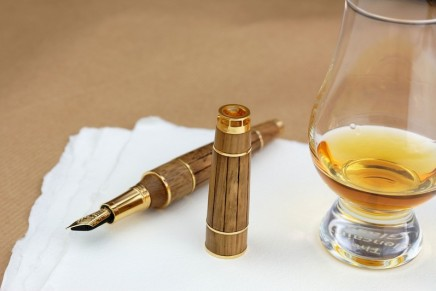 This luxury fountain pen contains an actual sample of the oldest cognac