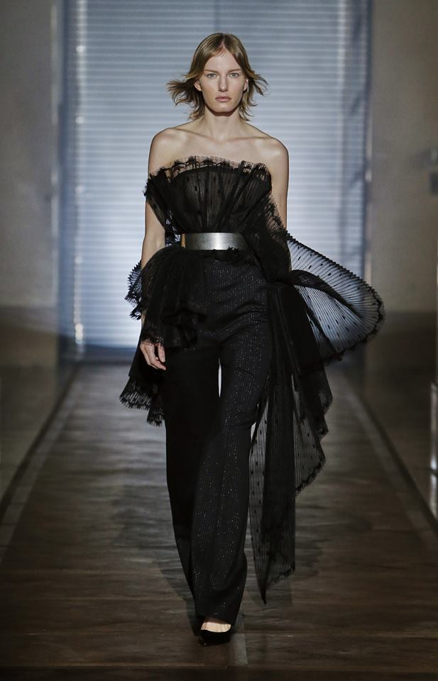 The Givenchy Haute Couture Show by Clare Waight Keller SS2018 - Noctambule look