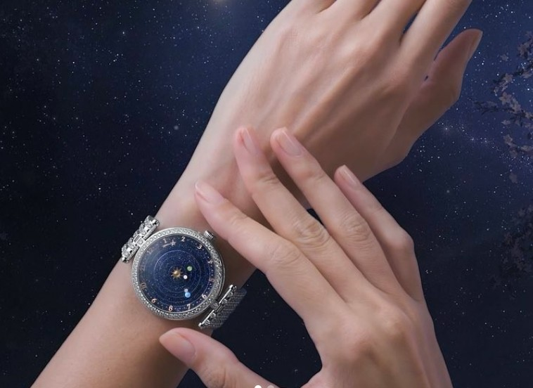 The Lady Arpels Planétarium watch makes the Solar System rotate on your wrist