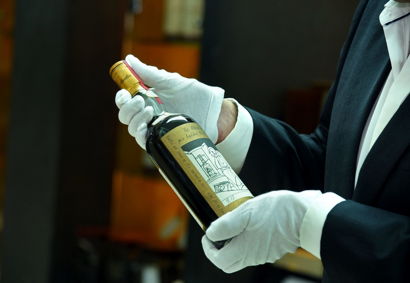 The Macallan 1926 Valerio Adami inspection