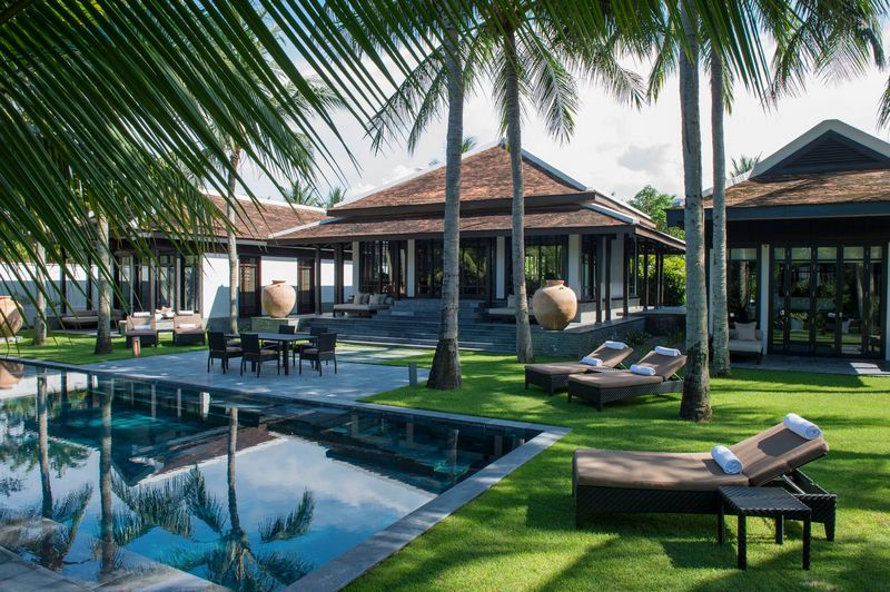 Four seasons luxury hotel chain debuts vietnam for Luxury hotel chains
