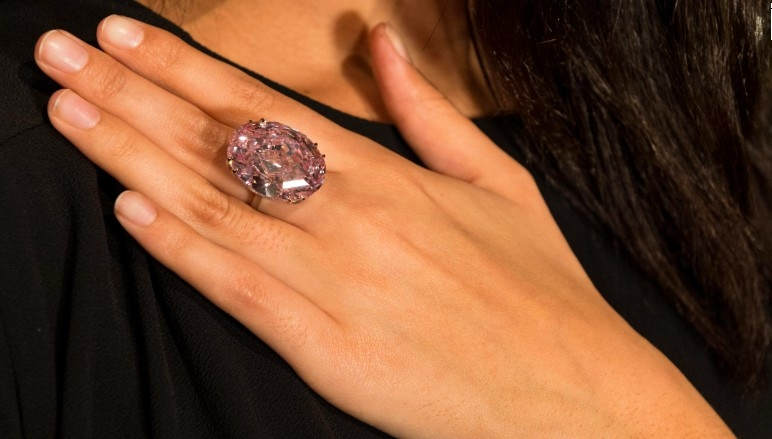 The Pink Star sets a new world auction record for any jewel - 2017 auction-