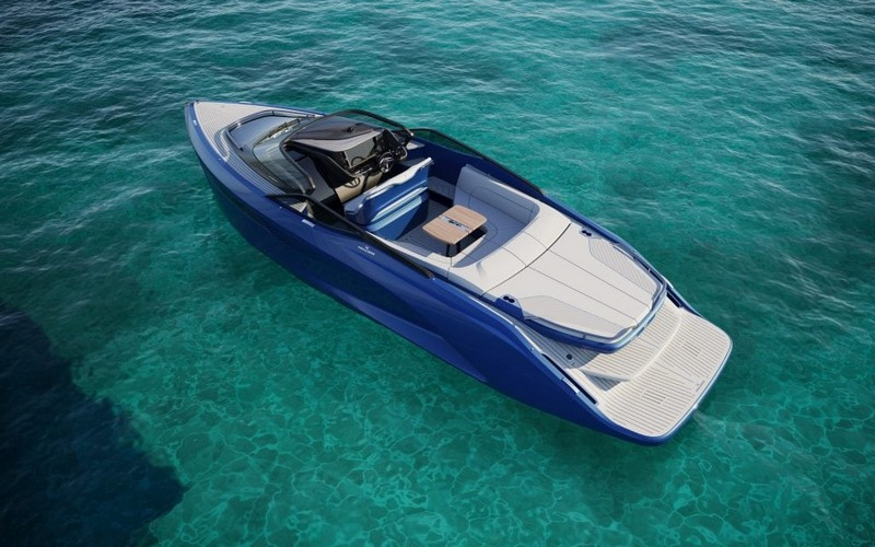The first Princess R Class performance sports yacht-02