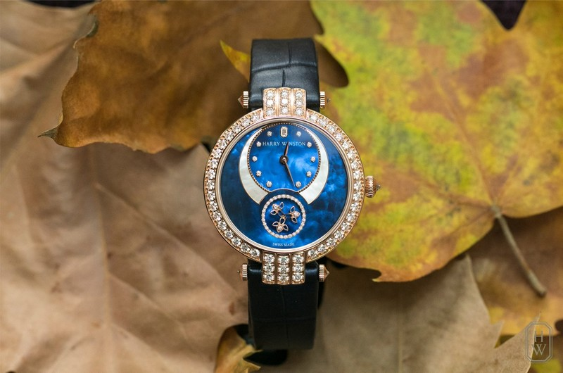 The new Harry Winston Premier Diamond Second is expertly crafted with two-tone mother-of-pearl and vibrant diamonds