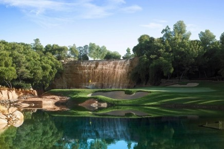 The only resort golf course on the Las Vegas Strip returns with grand reopening