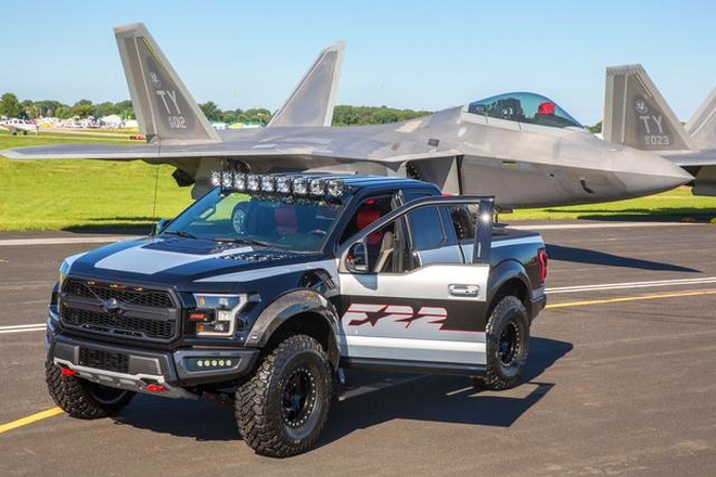 This one-of-a-kind F-150 Raptor is inspired by the F-22 fighter jet-2017