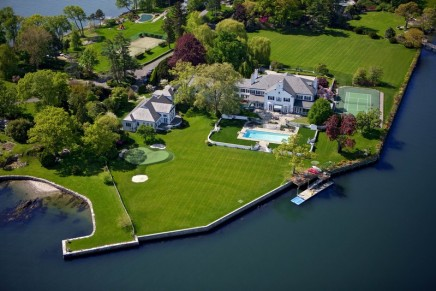 This waterfront estate formerly owned by President Donald Trump is Yours For $45 Million