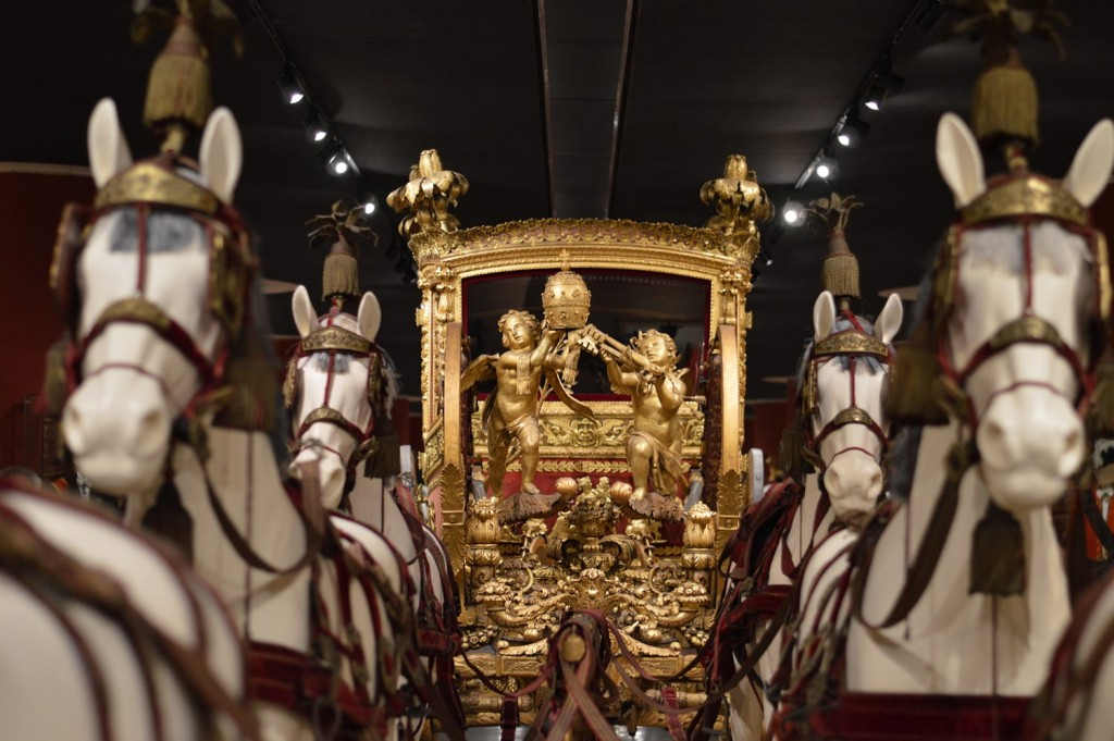 Tips for visiting the Vatican Museums the complete guide-guida-musei-vaticani-carrozza