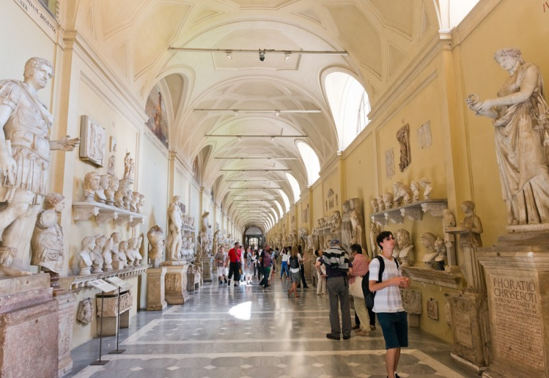 Tips for visiting the Vatican Museums the complete guide -guida-musei-vaticani-galleria-statue