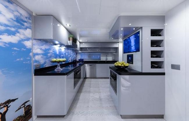 Tommaso Spadolini unveils Roberto Cavalli's new yacht 28m MY Freedom - interior 2