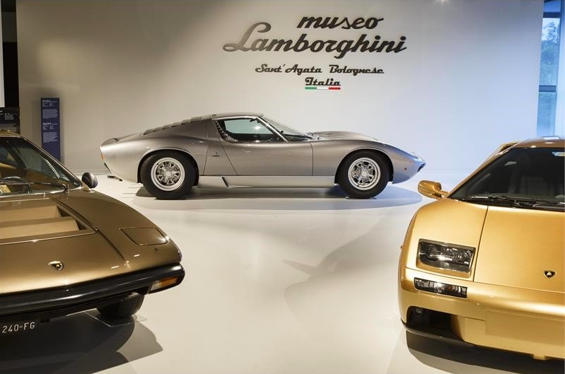 Unmissable Senna at the Lamborghini Museum - Come to see all the race cars driven by Ayrton Senna