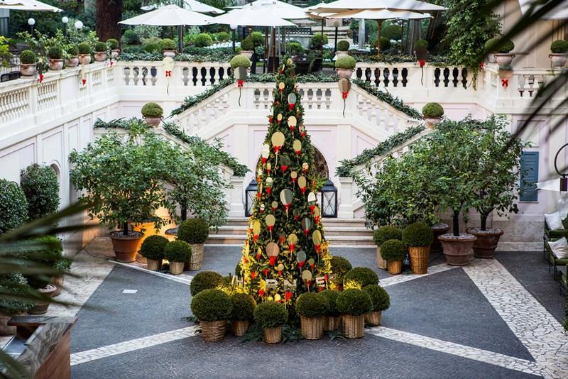 VHERNIER HAS DECORATED HOTEL DE RUSSIE'S CHRISTMAS TREE