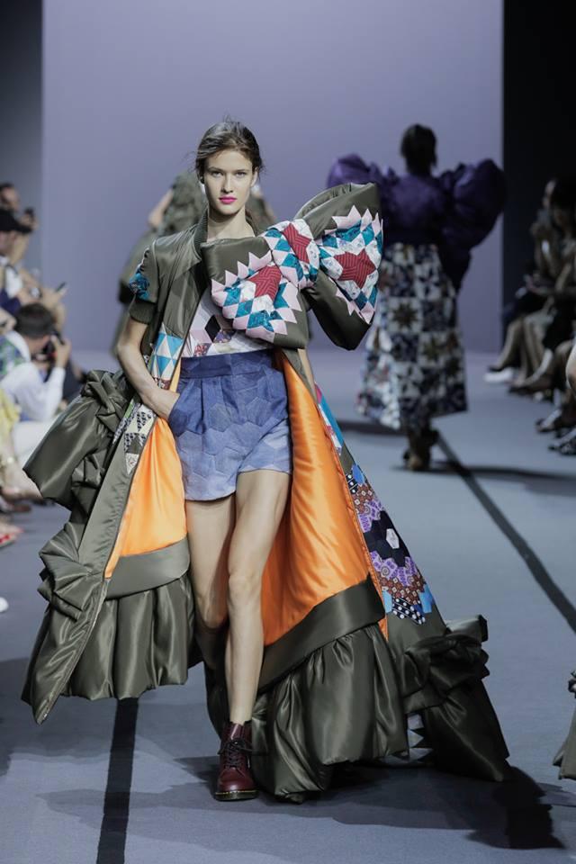VIKTOR & ROLF Haute Couture Fall Winter 2017 Paris France-gallery-01