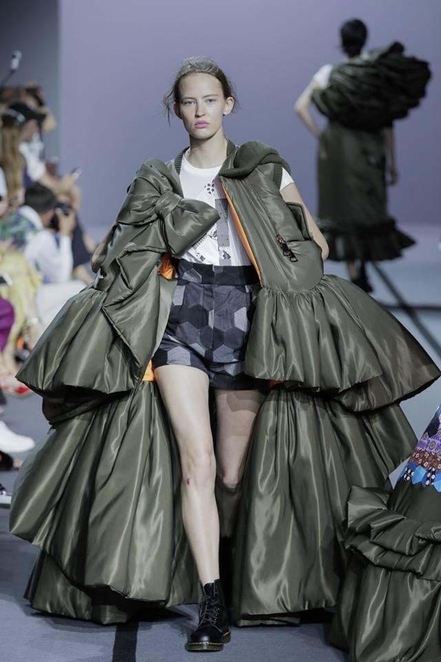 VIKTOR & ROLF Haute Couture Fall Winter 2017 Paris France-gallery-02