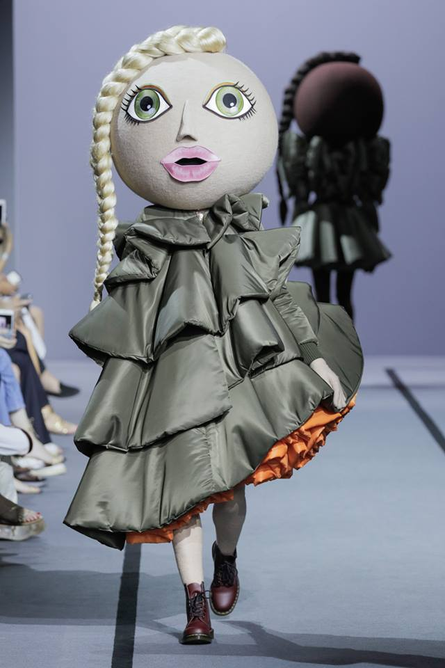 VIKTOR & ROLF Haute Couture Fall Winter 2017 in Paris France-