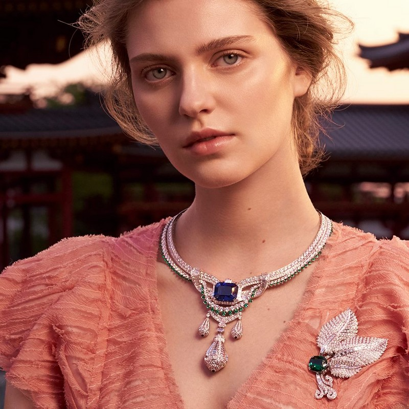 Van Cleef continues its tradition of creating transformable jewels within the Le Secret collection