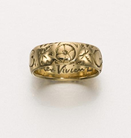 Vivien Leigh's collection is to be put up for auction _ Sotheby's-gold ring