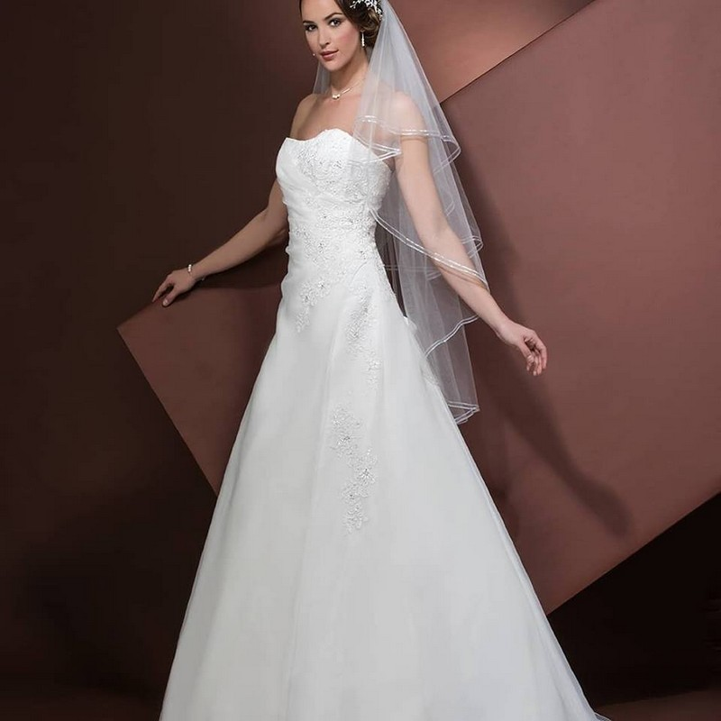 barcelona bridal fashion week Emma Bridals