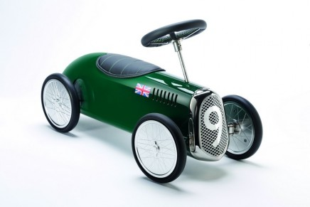 For younger luxury motoring enthusiasts: Blower Ride-on-Model