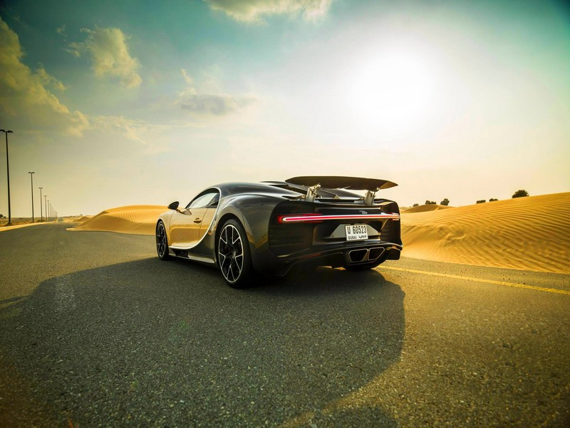 bugatti chiron Dubai - photos desert explorations