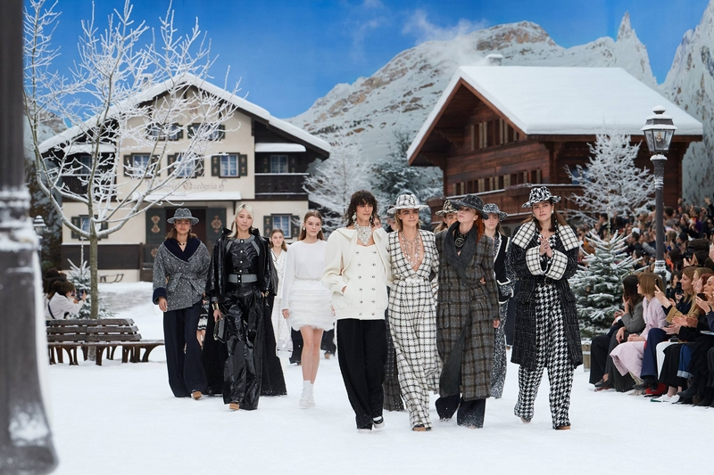 chanel fall winter 2019 show-karl lagerfeld's last collection for Chanel