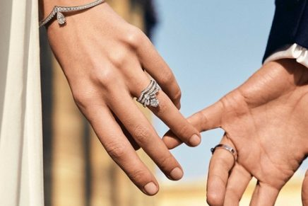 US jewellers report that more couples than ever are buying diamond engagement rings. Report