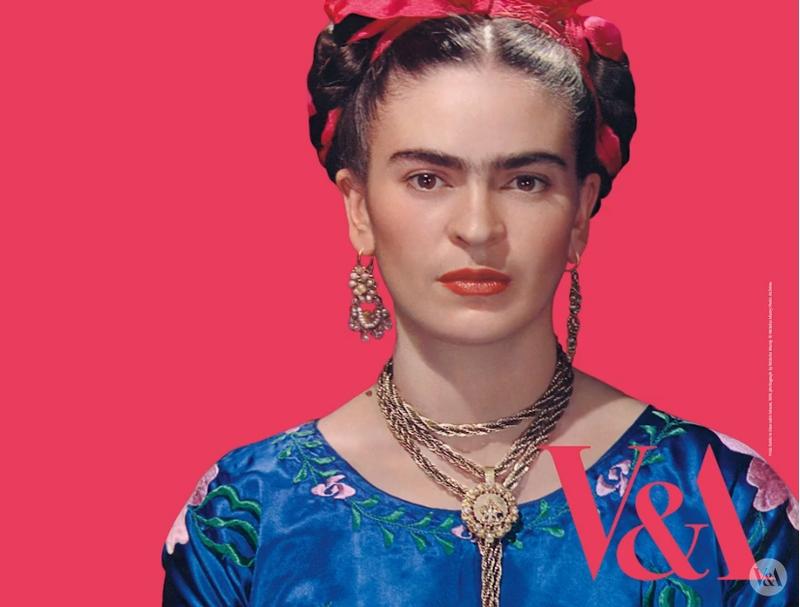 frida kahlo making herself up