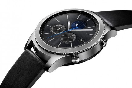 Gear S3 smartwatch inspired by the art of watchmaking