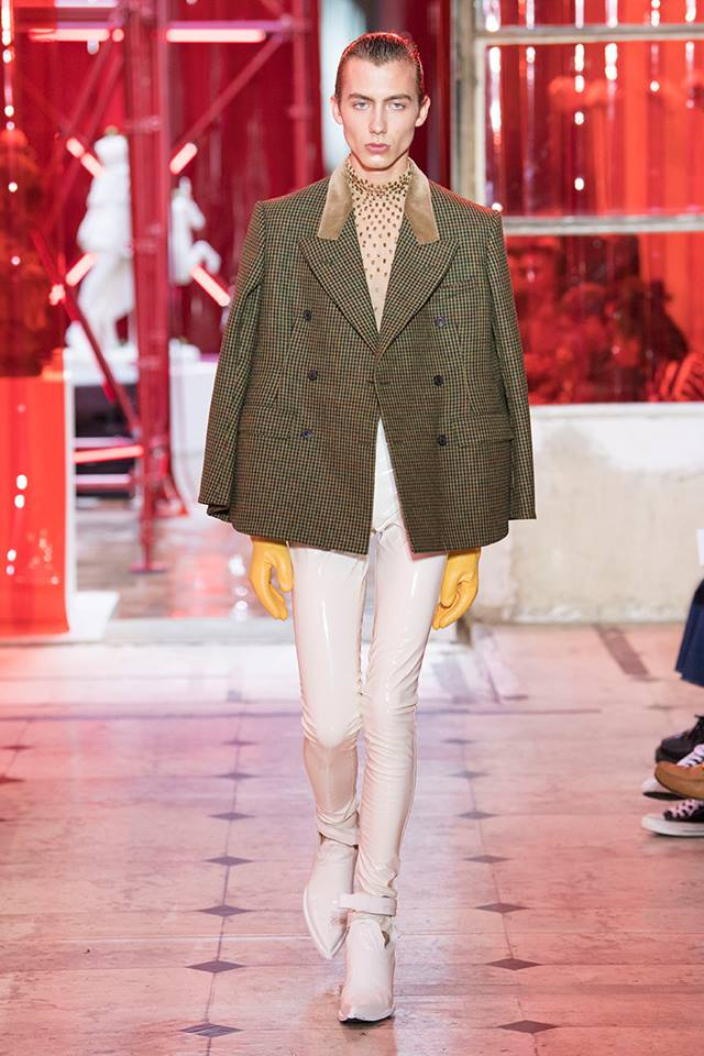 maison margiela menswear spring summer 2019 - Double-breasted cape-cut jacket in tweed with a velvet top collar