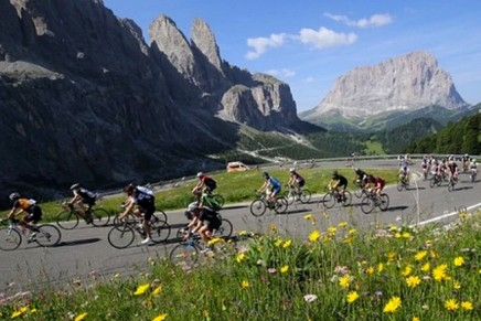 Maratona dles Dolomites: a bike race of ups and downs (and little else)