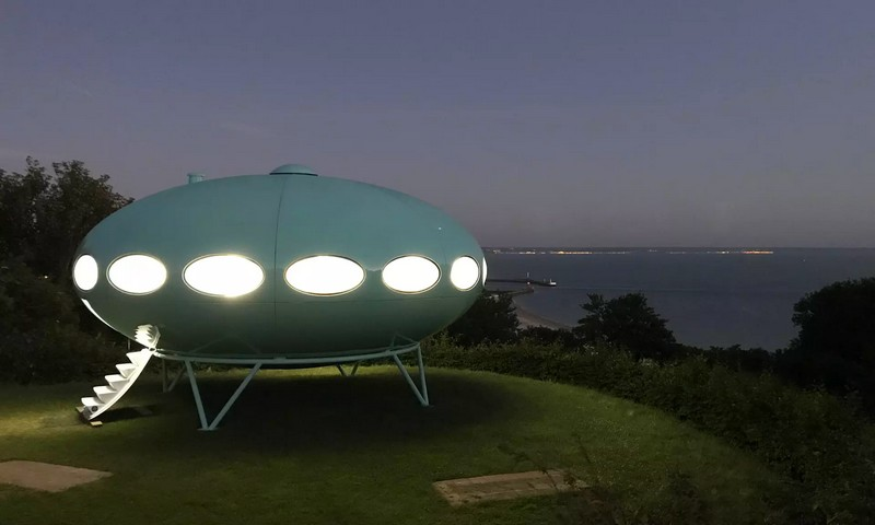 matti suuronen spherical house called Futuro exhibited in Le Havre