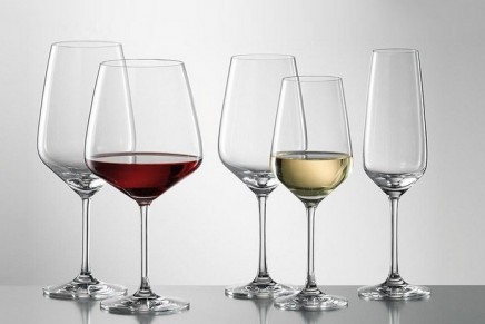 Bigger wine glasses make us drink too much, says researcher
