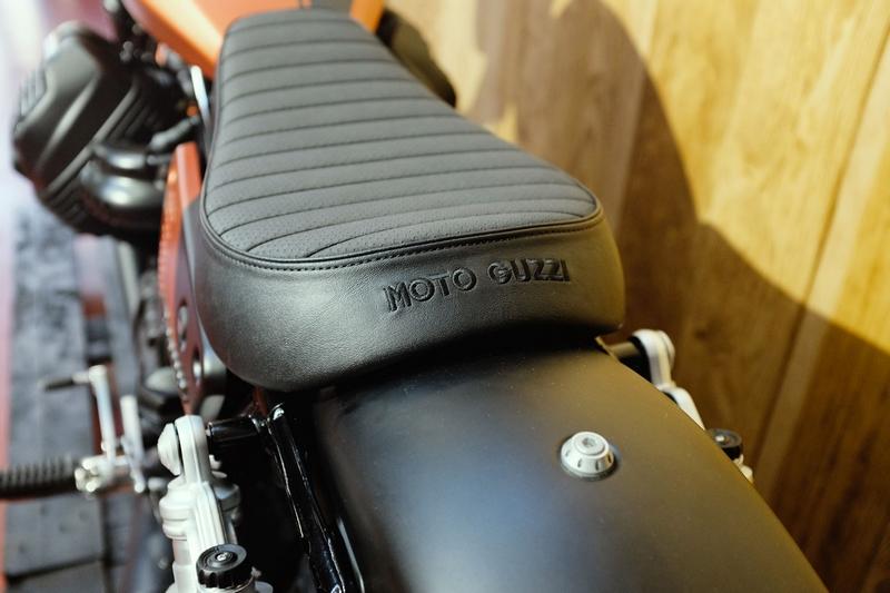 moto guzzi V9 Bobber Sport-01