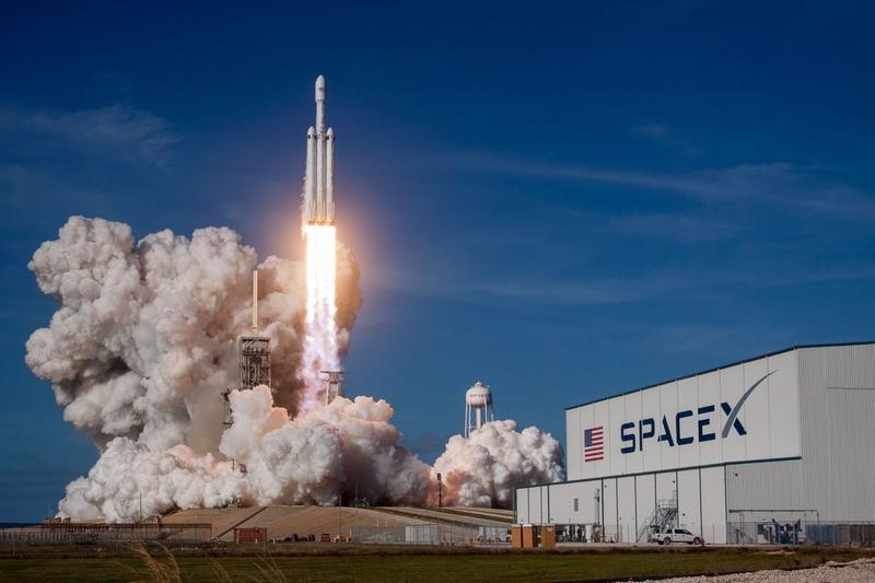 photos from Falcon Heavy's first flight