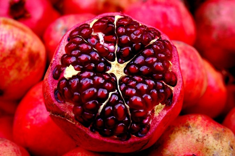 pomegranates - The best anti-aging foods that keep you young and active