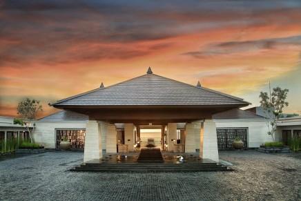 The Ritz-Carlton returns the idyllic Bali with a luxury cliff top resort
