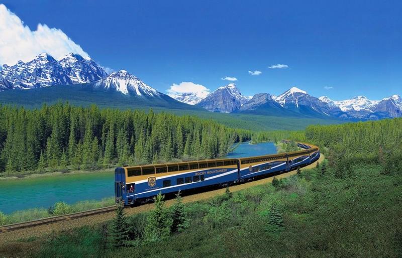 rocky mountaineer train -