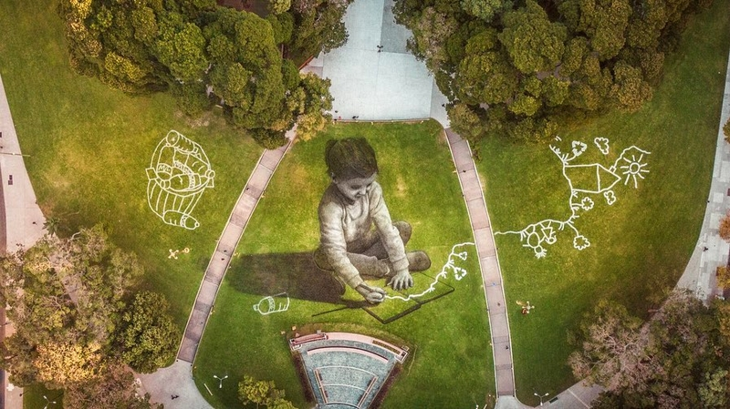 saype artist Plaza General San Martin - Buenos Aires.