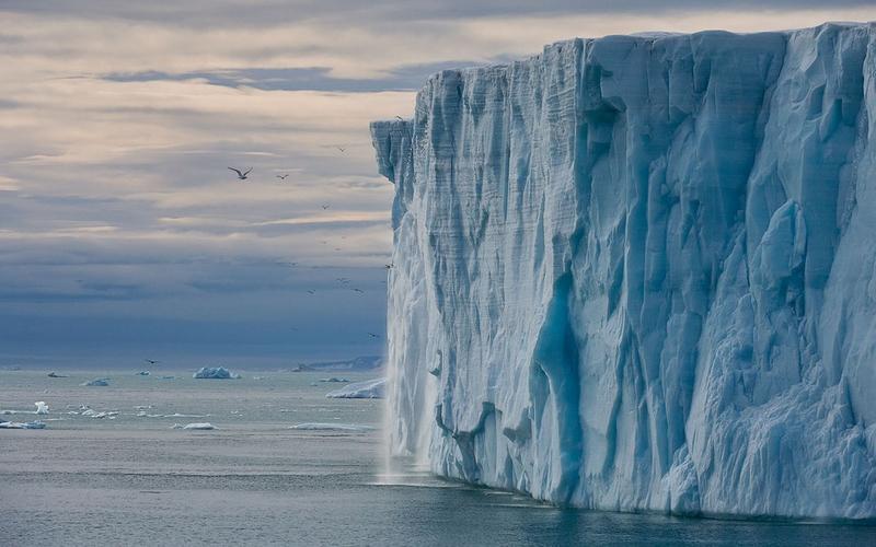svalbard melting icebergs