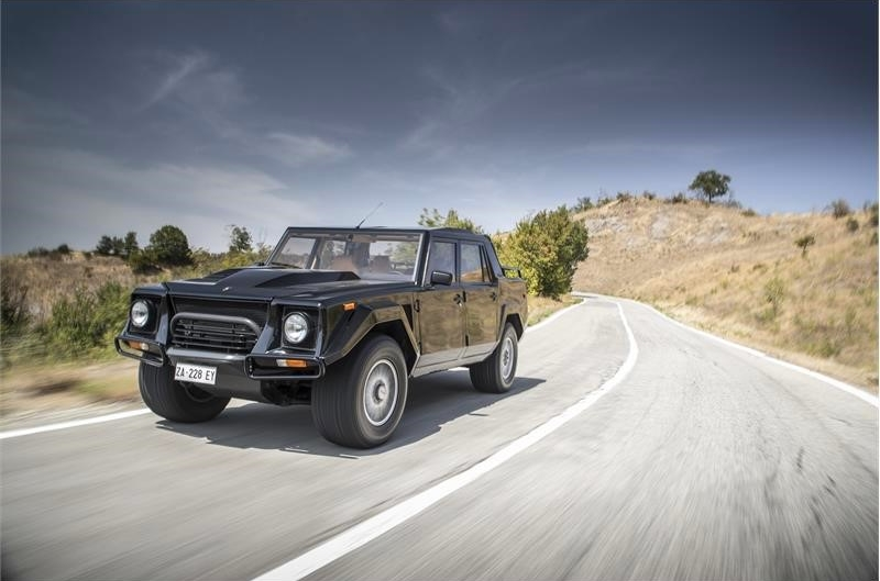 the legendary LM002 - the father of luxury SUVs-002