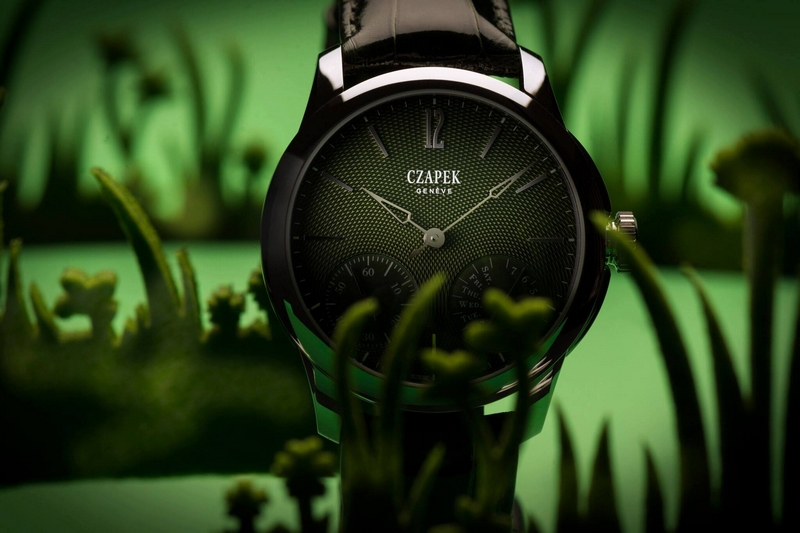 the new Quai des Bergues guilloché 38.5 mm now with a green dial
